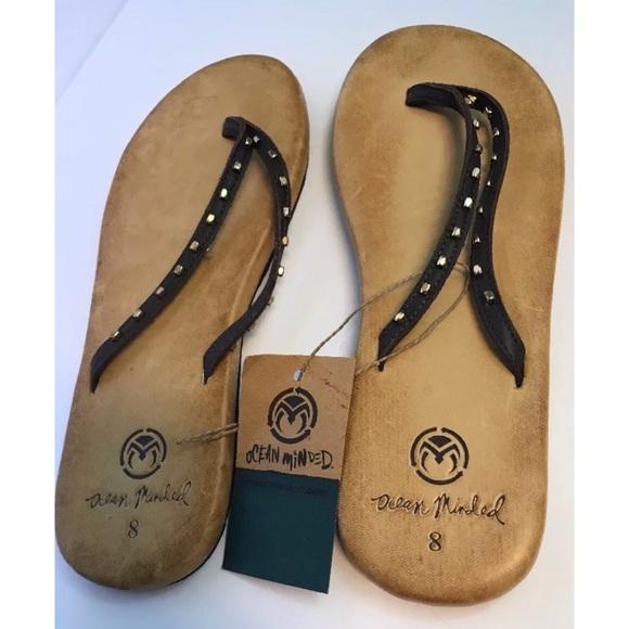 44d3d55b10fc3a Crocs Ocean Minded Leather Flip Flops 8 Oumi Luxe